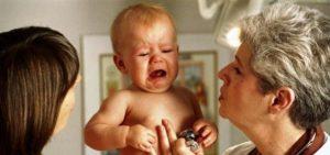 Чем лечить горло ребенку в год