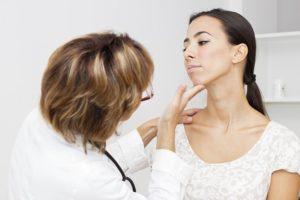 Что делать, если сильно опухло горло