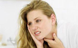 Если горло опухло и больно глотать, что делать взрослому