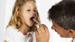 Как обработать горло люголем ребенку