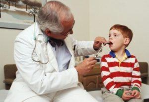 Как правильно обрабатывать горло люголем ребенку